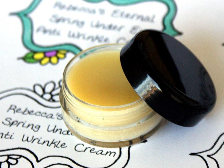 Reteta simpla de crema antirid naturala, usoara, buna pentru tenul normal spre uscat.