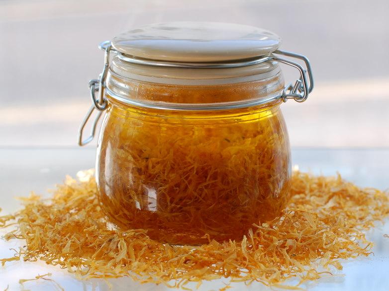 Beneficiile uleiului de gălbenelelor pentru sănătate și frumusețe
