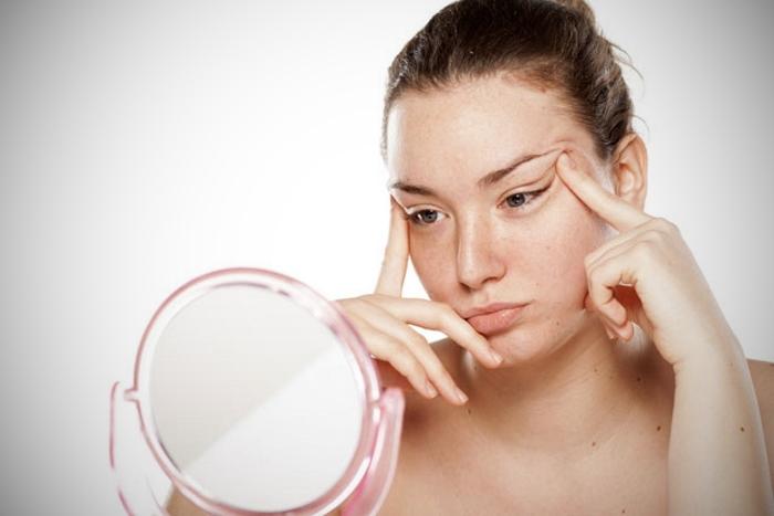 Cele mai simple sfaturi și remedii pentru cearcăne și pungi sub ochi cu produse cosmetice naturale