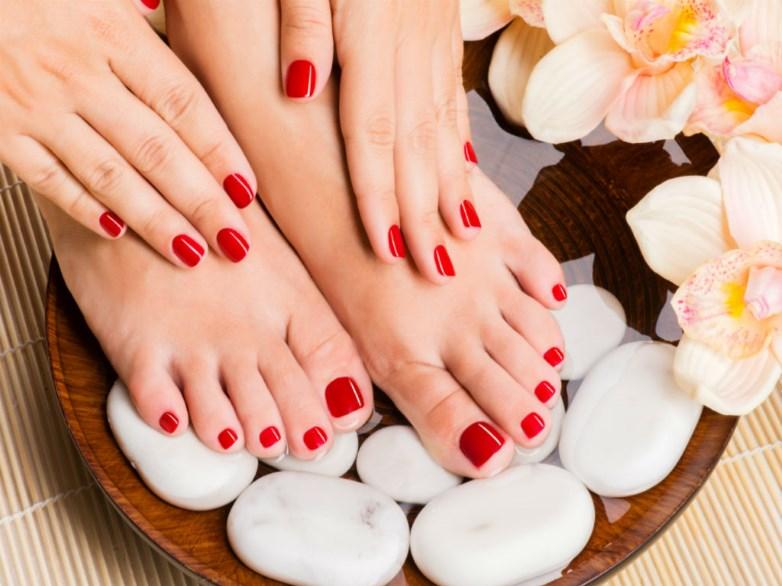 Remedii naturale simple si eficiente pentru tratarea picioare obosite.