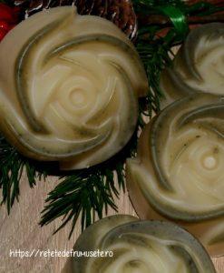 Sapun natural cu unt de shea, special pentru pielea uscata.